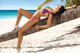 Mädchen in einem Badeanzug praktische Leichtgewicht