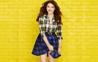 Chloe Moretz sonriendo.